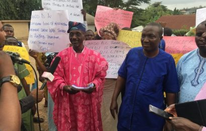 Oando shareholders protest in Ibadan, demand Wale Tinubu's Sack