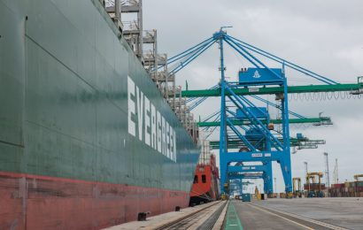 Evergreen, Firm Seal Charter Deal for 11,000 TEU Boxships