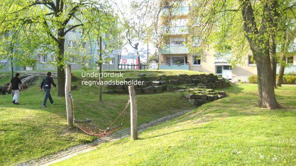 Underjordisk regnvandsbeholder på legeplads ved Drootestraβe, Scharnhorst-Ost, Dortmund