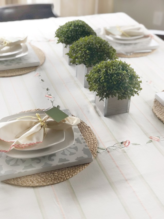 Spring Tablescape Ideas with Wood Chargers