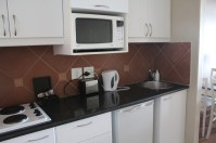 city-girl-vibe-leisure-bay-self-catering-kitchen
