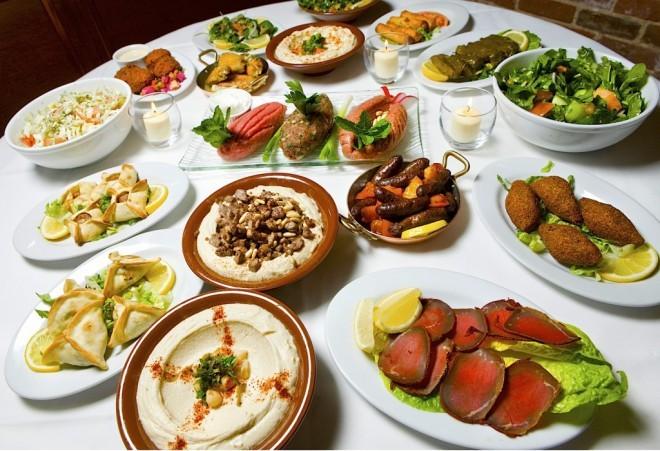 Libanonske predjedi ali mezze.