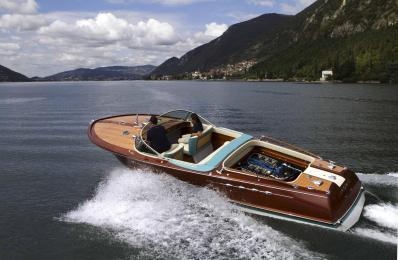 Riva Aquarama čoln, ki v osnovi postreže z izjemnimi plovnimi lastnostmi.