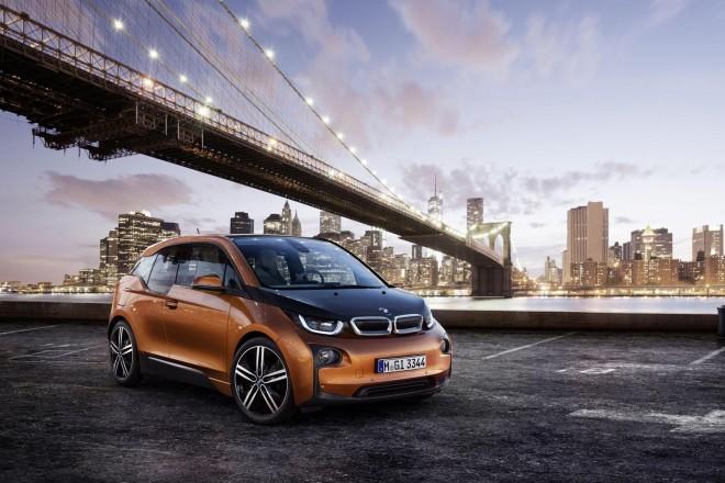 BMW i3 // po pričakovanjih BMW - BMW i3 ni vozilo za množice, temveč za tiste, ki hitro sprejemajo novitete.