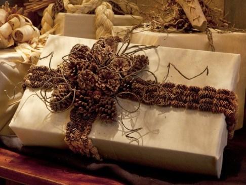 CI-Blackberry-Farm_Pinecone-Gift-Wrap_s4x3_lg