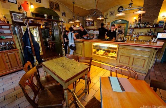 Domačnost kavarne v francoskem podeželskem stilu. Foto: Visit Ljubljana