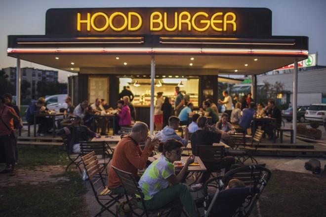 Skrbno pripravljeni burgerji s polnovrednim okusom Hoodega steaka. Foto: Mitja Kobal