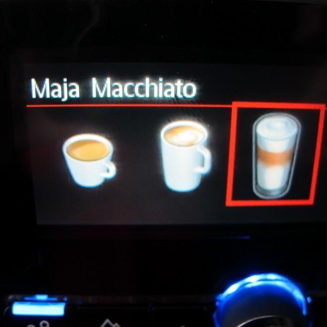 Kavni avtomat Siemens EQ8 si naš izbor shrani in naslednjič je potreben le en sam pritisk na tipko za pripravo svoje skodelice kave.