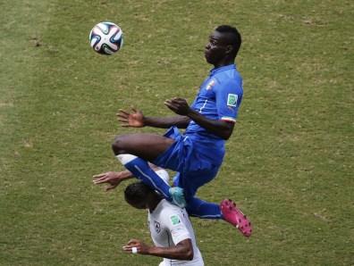 Nobeno presenečenje ni, da se je na tej črni listi znašel tudi enfant terrible nogometa Mario Balotelli, ki je na tekmi z Urugvajem verjetno spisal svoj labodji spev v italijanski reprezentanci. Njegov polet in 'obglavljenje' Alvara Pereire mu je sicer prislužilo le rumeni karton, a ga je selektor po polčasu pustil na klopi, saj bil bil čudež, če bi Italija tekmo končala z 11 možmi.