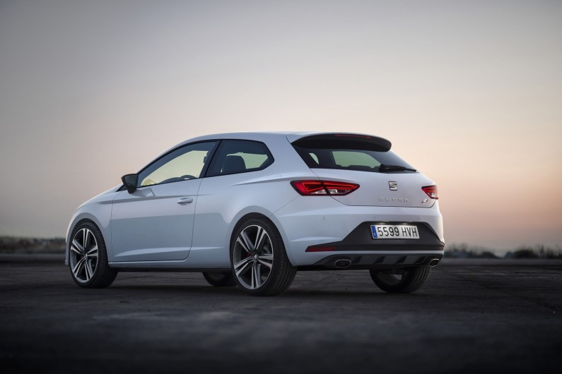 new-photos-and-videos-show-280-hp-seat-leon-cupra-in-detail_8