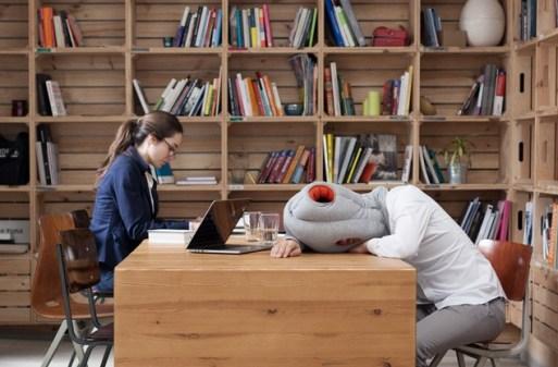 Ostriž blazina za počitek v knjižnici...