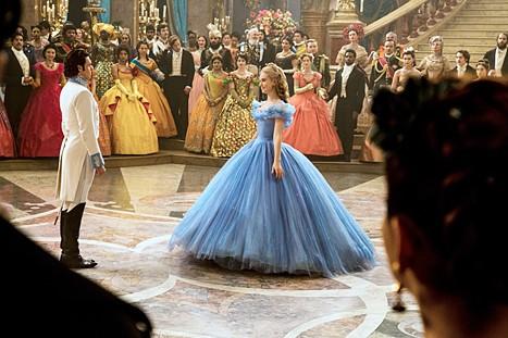 Pepelka je ob prihodu na bal ''sezula'' prav vse, še najbolj pa princa. Oh, ironija.