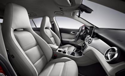 mercedes-benz-cla45-amg-shooting-brake-interior-photo-650745-s-986x603