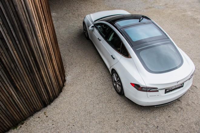 Tesla S je izjemno prostoren! Prostor za prtljago pa spredaj in zadaj.