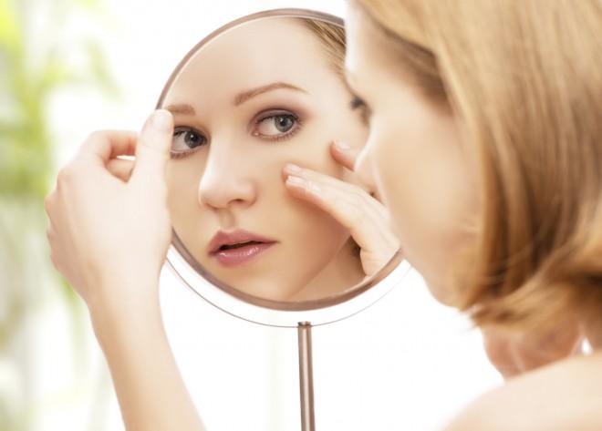 S stiskanjem mozoljev  podaljšamo čas celjenja kože.