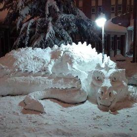 Snežna skulptura