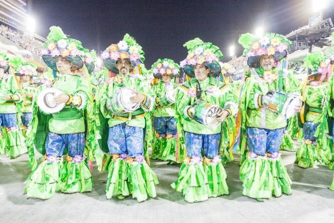 Sodelovanje na nastopu šol sambe na prizorišču Sambodromo v Riu.