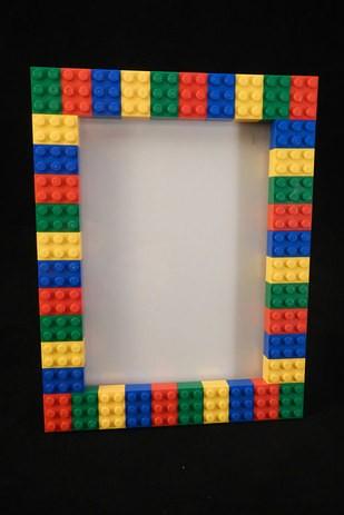 Lego kocke lahko uporabite za izdelavo okvirja.