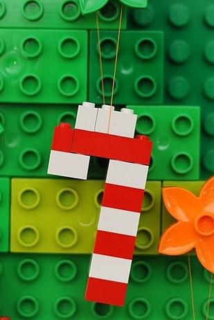 Lego kocke lahko uporabite za izdelavo novoletne jelke.