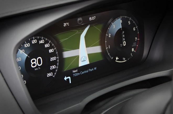 Merilniki pred voznikom so povsem digitalni.