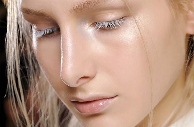 """Nov lepotni trend v make-upu je """"strobing"""" ali osvetljevanje obraza."""