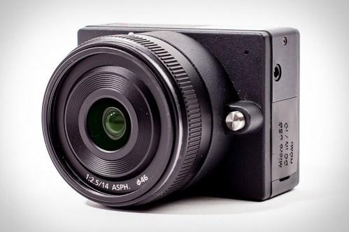 E1 - 4K video kamera z izmenljivimi objektivi