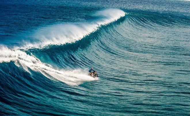 Surf in voda gresta skupaj. Motocikel in voda pa malce težje. A ne, če vprašate Robbija Maddisona.