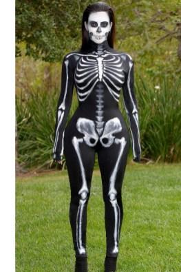 Kim Kardashian kot skelet