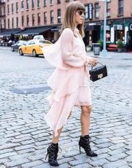 21. Obleka iz šifona in škornji, ki obračajo poglede