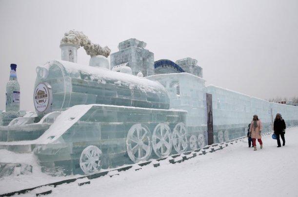10. mesto: Ledena skulptura vlaka v mestu Harbin na Kitajskem