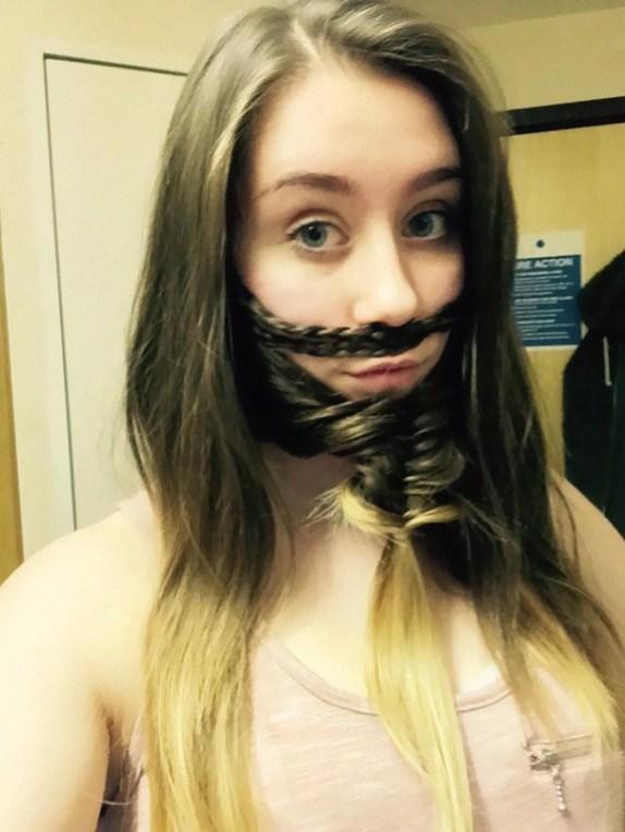 Ženske z bradami in brki iz las