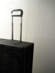 Néit je prvi pametni zložljivi potovalni kovček
