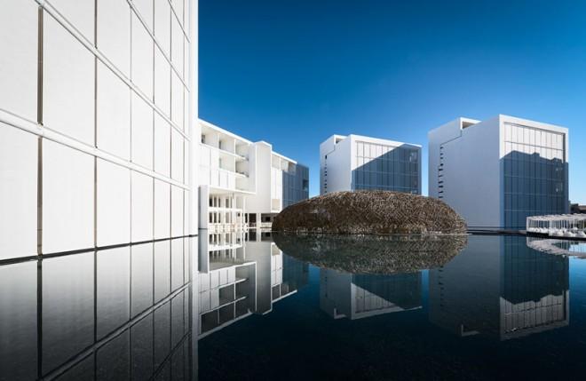 Hotel Mar Adentro se lahko pohvali tudi z ''neskončim'' zunanjim bazenom.