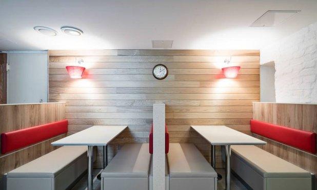 V takem ambientu običajno uživamo v restavracijah s hitro prehrano.