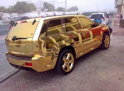 V zlato oblečeni avtomobili