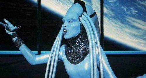 ... operna pevka v filmu Peti element.