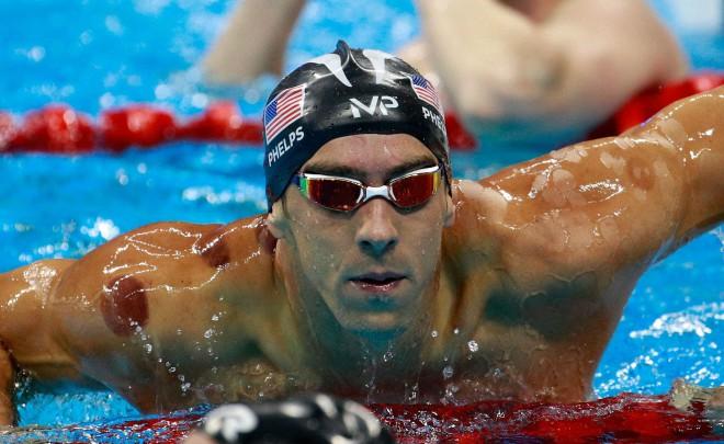 Popikani ameriški plavalec Michael Phelps.