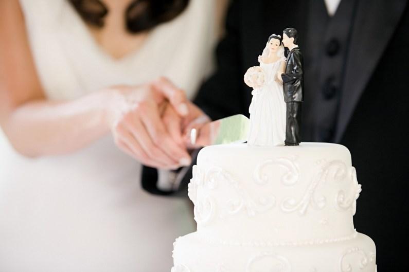 Rezanje poročne torte je namreč eden izmed zadnjih delov poročnega dne.