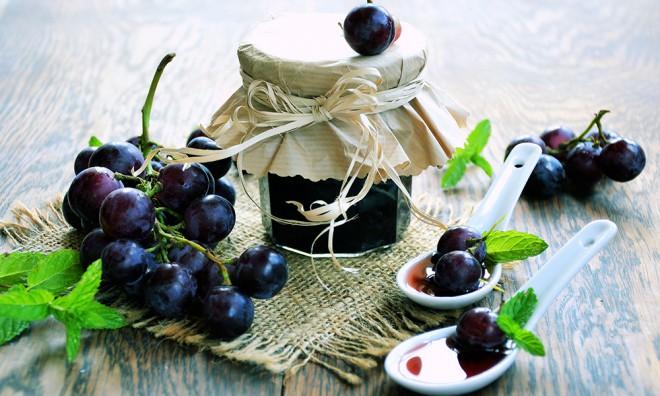 Pripravite dišečo maremalado iz grozdja.