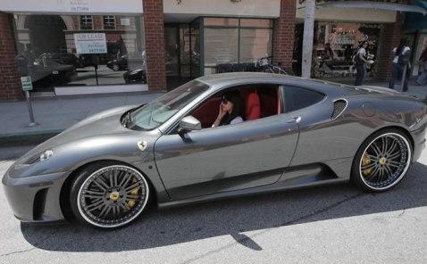Kim Kardashian – Ferrari F430 (cena: 187 tisoč ameriških dolarjev)