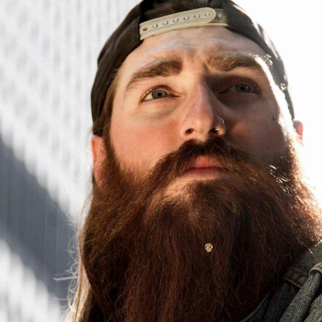 Prvi nakit za moške brade