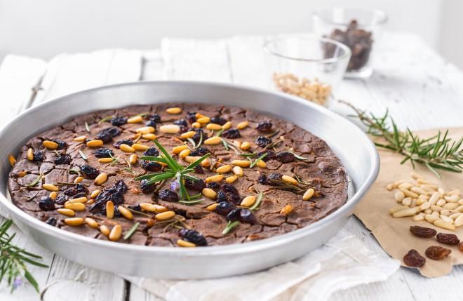 """Italijanski kostanjev kolač """"castagnaccio"""