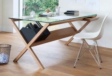 Pisalna miza Covet Desk. Cena: 1997 evrov.
