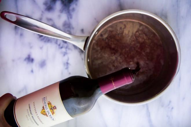 Za praznike pripravite slastno čokoladno vino!