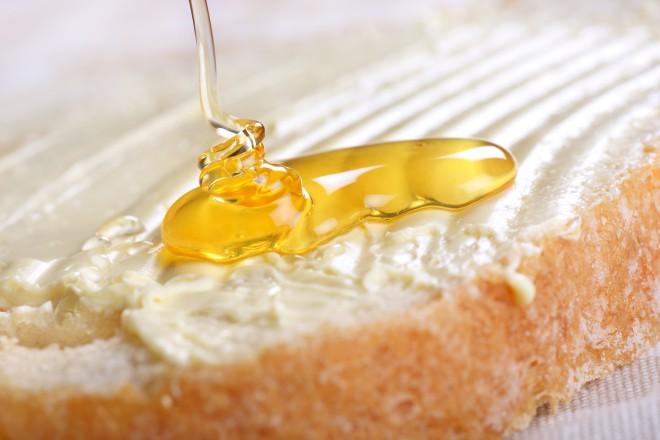 Čas je za kruh, maslo in med.