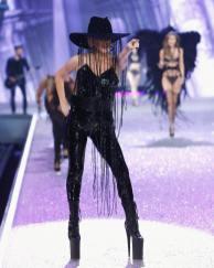Lady Gaga in klobuk za milijon dolarjev