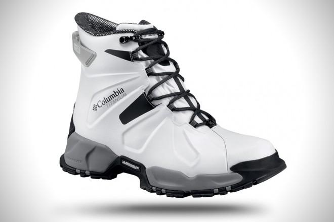 Pohodniški čevlji Columbia Canuk Titanium so na voljo v črni in beli barvi.