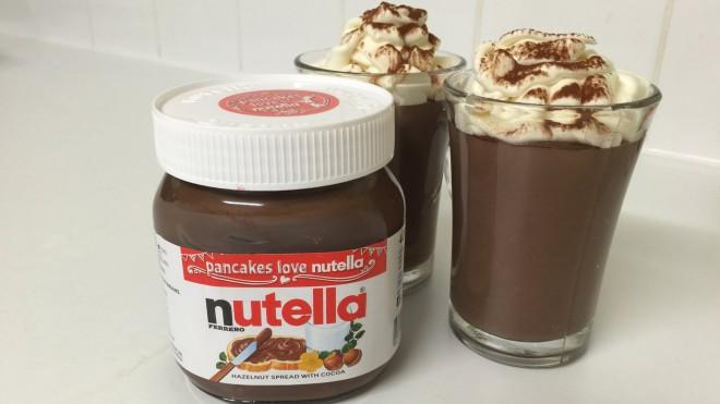 Uporabite Nutello kot sestavino za slasten puding.