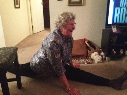 80-letna babica obvlada špago