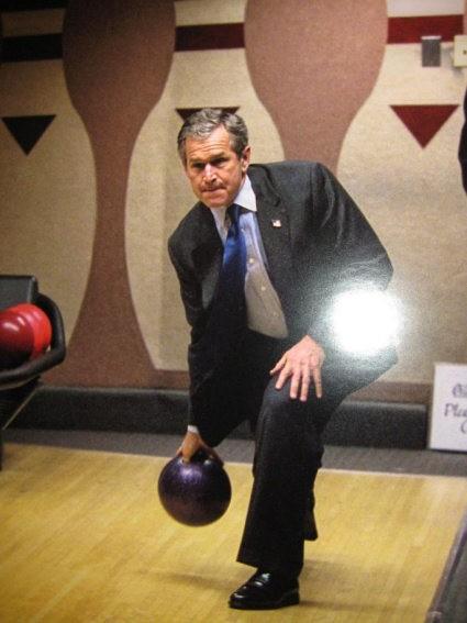 Bovling v Beli hiši – George W. Bush